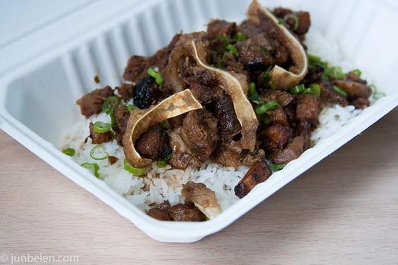 Hapa's meaty sisig had the chicharron crunch of fried pig's ears. - JUN BELEN