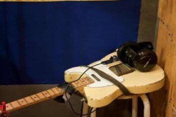 chuck_guitar_flat.jpg