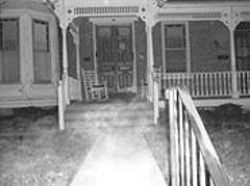 In his photograph of a Gettysburg house, Mosbaugh - sees an ectoplasm mist leading to the porch and a - small orb over the front door.