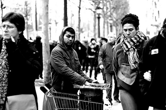 Informal chestnut vendor in Paris. - ALARZY/FLICKR