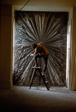 ©BURT GLINN / MAGNUM PHOTOS - Jay DeFeo at work on her massive piece, The Rose.