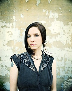 SCOTT IRVINE - Jolie Holland: Now N.Y.C.'s chanteuse.