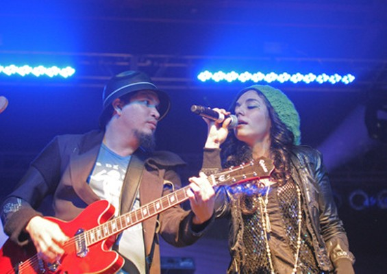 thievery_corporation_a_beautiful_drug_thumb_400x283.jpg