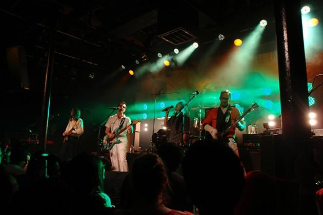 Thao joins Weezer onstage. - AVI VINOCUR