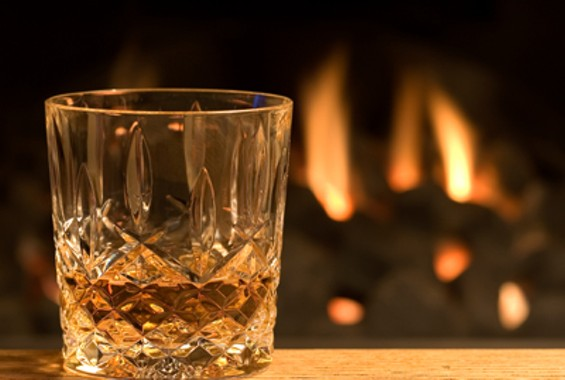 l_whisky_glass_fire_400w.jpg
