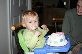 Look, even this kid can tell the difference between a layer cake and a cupcake!