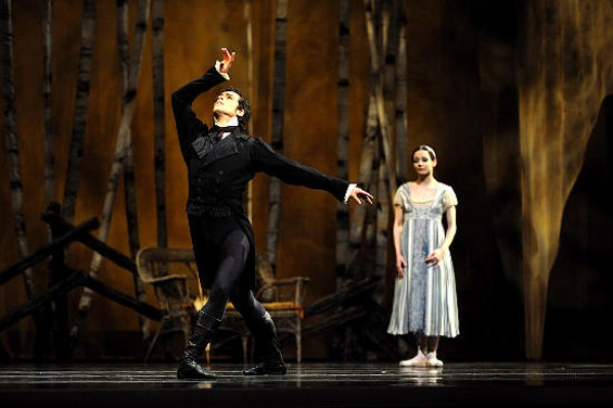 Maria Kochetkova and Vitor Luiz in Onegin. - ERIK TOMASSON