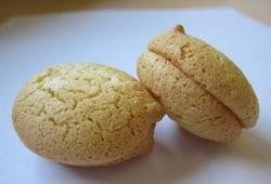 Mee Mee Bakery's macaroons.