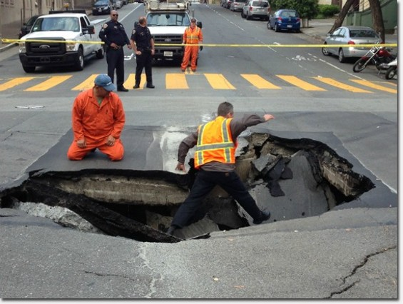 Men manning the hole - RICHMONDSFBLOG.COM