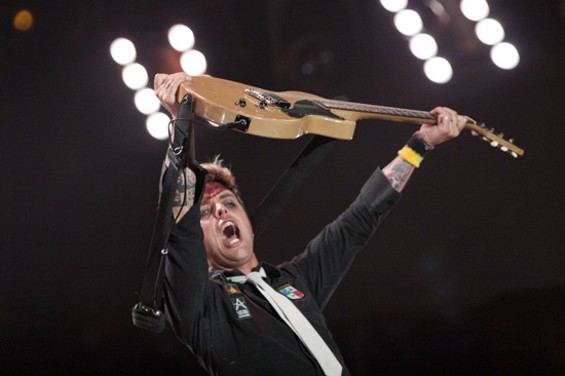 """Mill Valley!"" ""Fremont!"" ""RODEO!"": Billie Joe's hoarse homecoming. - CHRISTOPHER VICTORIO"