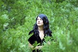 SIMON WELLER - Nevada City chanteuse Mariee Sioux.