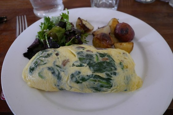 Omelet with Swiss cheese, spinach and mushrooms