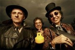 Os Mutantes crack the U.S. circuit for the first time.