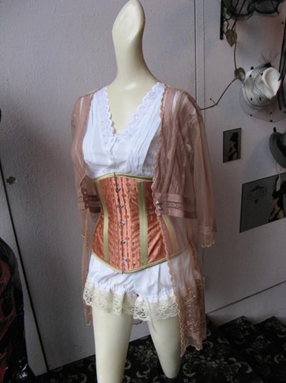 corsetdos_thumb_400x533.jpg