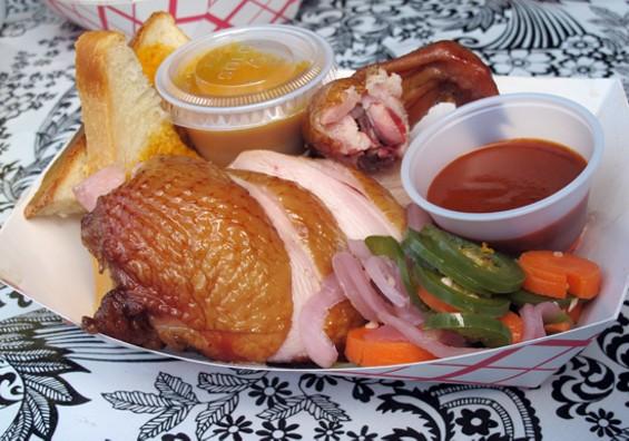 Quarter of smoked chicken - LOU BUSTAMANTE