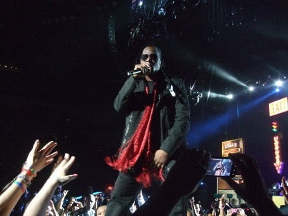 R. Kelly performs at KMEL House of Soul at Oracle Arena in Oakland - DOUGLAS ZIMMERMAN