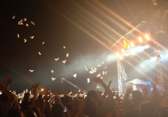 R. Kelly releases the doves at Pitchfork Festival 2013