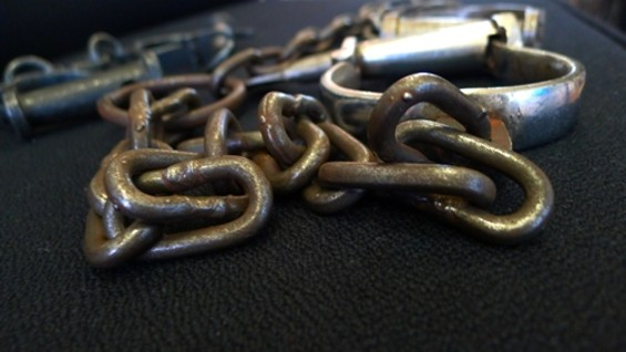 shackles_3.jpg