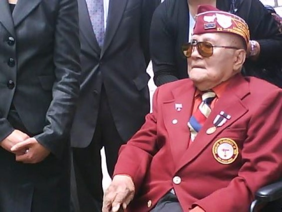 Romeo de Fernandez, 91, survived the Bataan death march. But now, he says, his own government is shortchanging him. - FORMER REP. PETE MCCLOSKEY, RIGHT, IS FILING A SUIT AGAINST THE DEPARTMENT OF VETERANS AFFAIRS ON BEHALF OF DE FERNANDEZ AND OTHER FILIPINO VETS