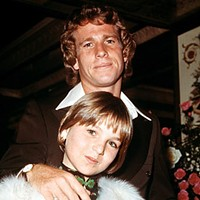 The 20 Worst Fathers in History Ryan O'Neal: the Michael Jordan of bad Hollywood parents, O'Neal beat the teeth out of son Griffin's head -- and that's not among his top three offenses (he shot at Griffin once, too). What puts O'Neal over the top are anecdotes like forcing daughter Tatum to snort cocaine so she'd lose weight. When a depressed Tatum tried to slit her wrists, he simply told her she'd cut the wrong way. Yikes.