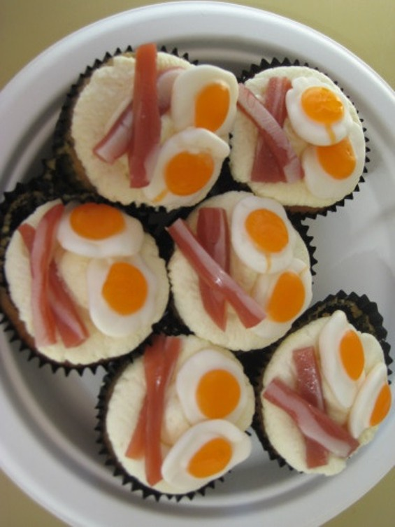 THE ONLY VEGETARIAN OFFERING: PEACH CUPCAKES WITH GUMMY EGGS AND BACON.