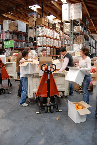 San Francisco Food Bank volunteers sorting oranges. - A TREE IS LOVE/FLICKR