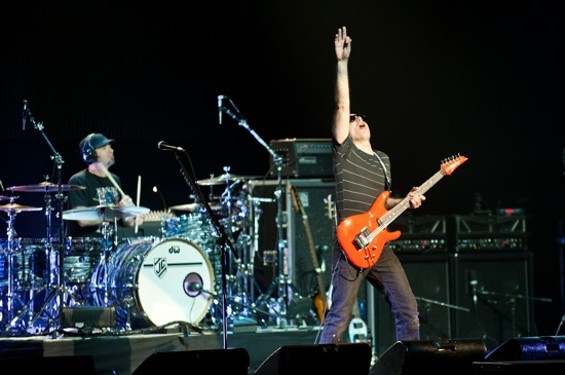Satriani showing off at the Fox last night - RICHARD HAICK