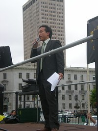 "Supervisor David Chiu ""works the room"""