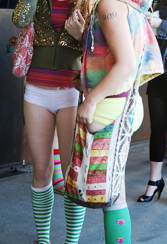fashionnopants_thumb_500x728.jpg