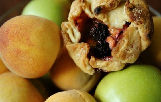 The adorable hand-held pastries of Bike Basket Pies. - BIKE BASKET PIES