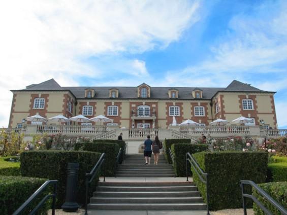 The Domaine Carneros château - LOU BUSTAMANTE