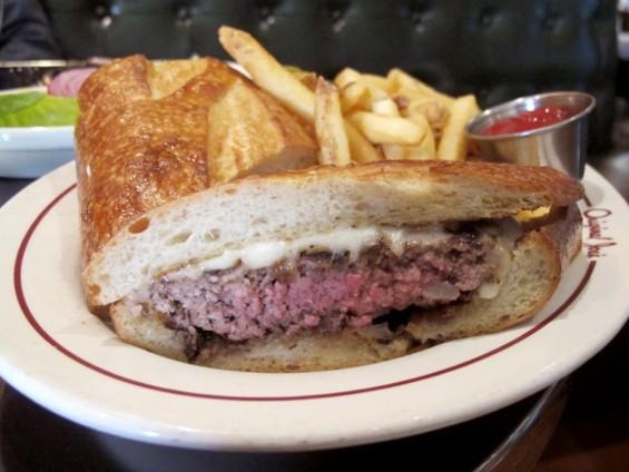 The glorious Joe's Burger - LOU BUSTAMANTE