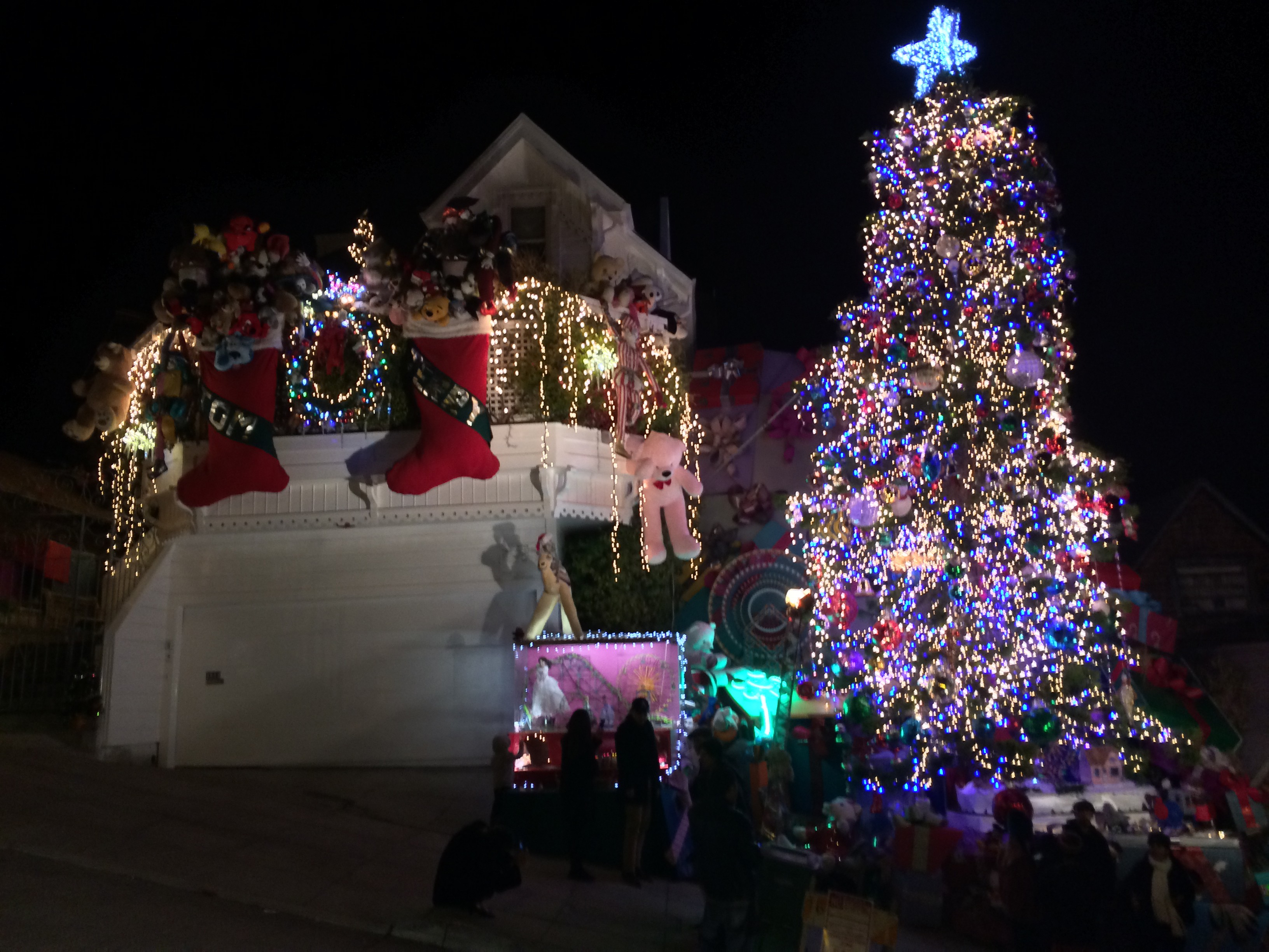 The Tom and Jerry Christmas Tree: A $1,000 PG&E Bill That Spreads ...