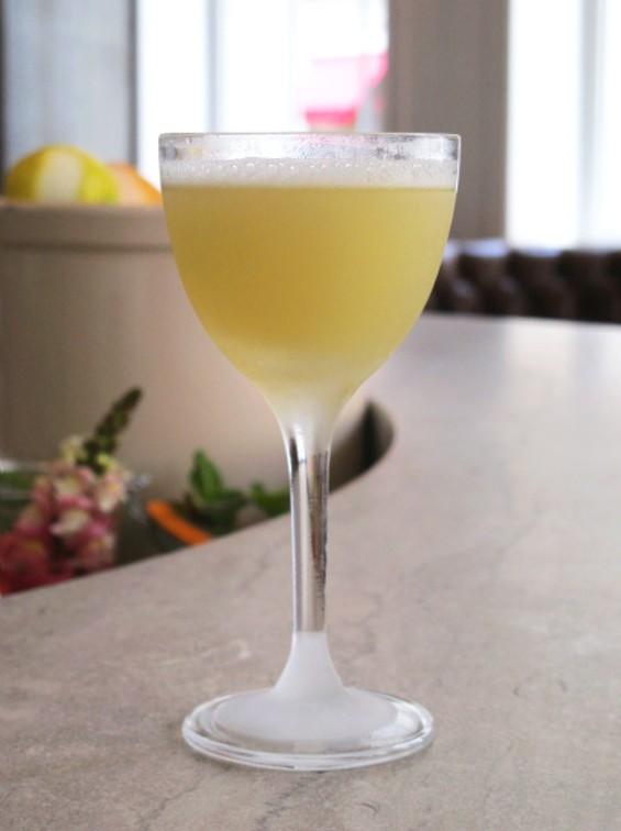 The tropical Hawaiian cocktail - LOU BUSTAMANTE