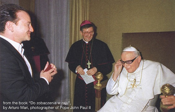 bono_and_the_pope_2_thumb.jpg