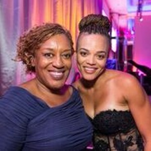 CCH Pounder and an enthusiastic fan at the MoAD Gala - DREW ALTIZER PHOTOGRAPHY
