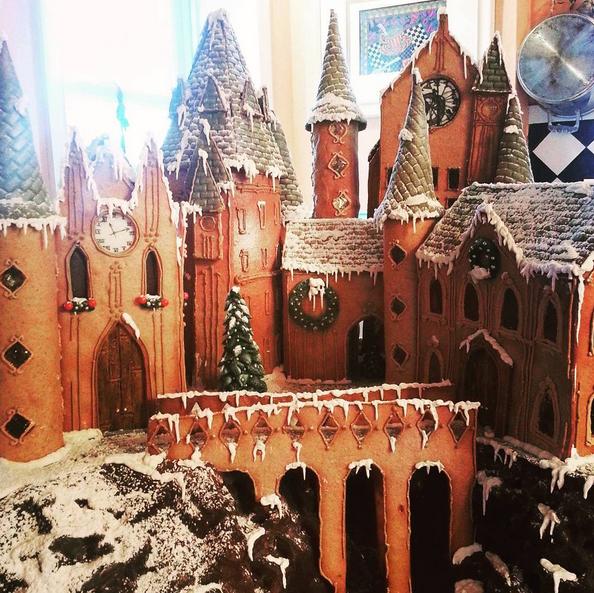 Hogwarts Gingerbread House. - INSTAGRAM/@RUFYDOOF
