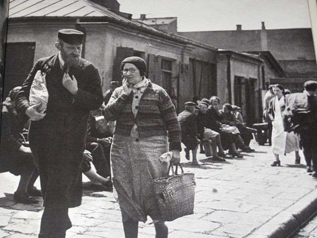 A Polish couple, 1938. - ROMAN VISHNIAC/CJM