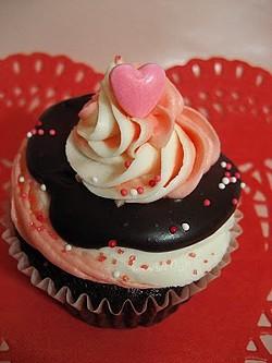 Valentine's cutie from Sweet Elites Bakery. In Fresno. - SWEETELITESCUPCAKE.BLOGSPOT.COM