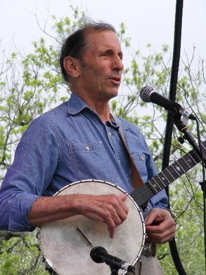 Warren Hellman and his banjo - RON BAKER