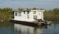 When you live in a houseboat, you have the opportunity to abandon your house and your boat in one fell swoop - COURTESY OF THE DEPARTMENT OF BOATING AND WATERWAYS