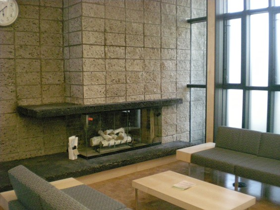 Yep, it's the only working fireplace in the San Francisco library system. Sadly, hot toddies are not permitted. - JOE ESKENAZI