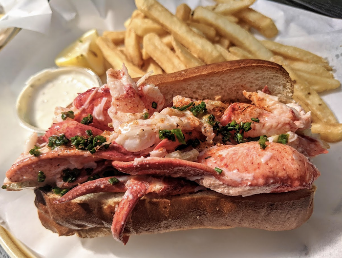 Maine-style lobster roll, served cold with mayo.