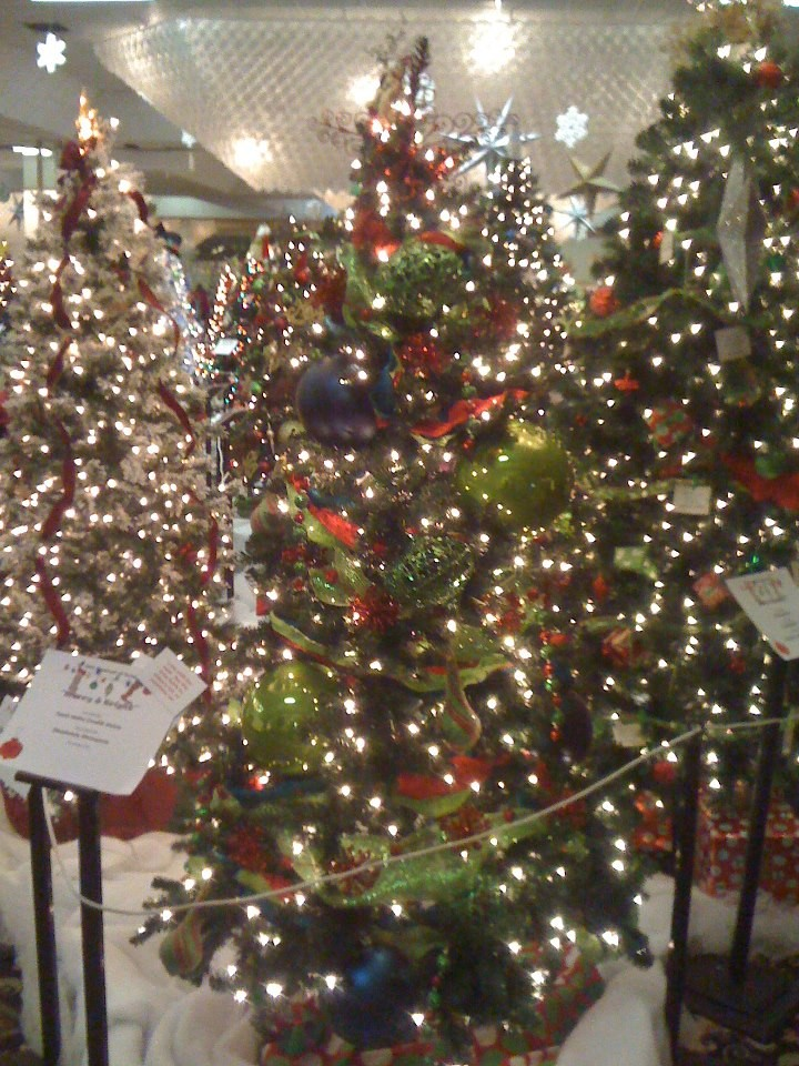 go check out some trees for free wont you please grand elegant gorgeously decorated christmas trees of all persuasions will be found in the fairmont