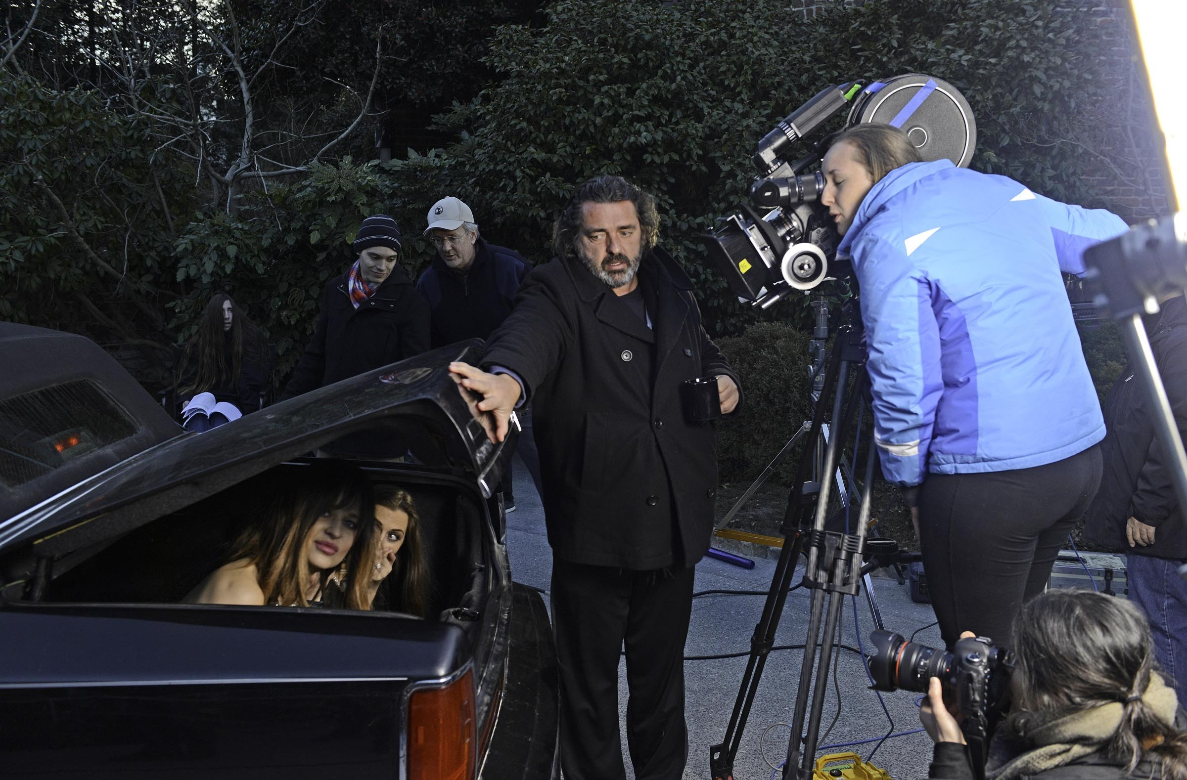 """Shooting near Windsor Farms, actor and first-time director Angus Macfadyen (""""Braveheart""""), directs a scene of his """"Macbeth"""" adaptation, featuring a trio of wealthy socialites instead of the three witches or """"weyward Sisters"""" from the first folio edition. VCU student Laura Zoellner operates the camera. - SCOTT ELMQUIST"""