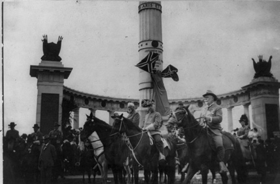 A Confederate reunion parade is held in front of the Jefferson Davis monument on the day of its unveiling, June 3, 1907. - LIBRARY OF CONGRESS