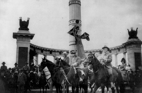 The United Confederate Veterans gather for the unveiling of the Jefferson Davis Monument on June 3, 1907.