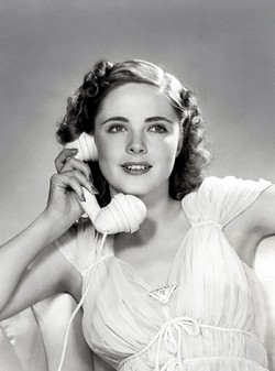Kay Aldridge, a popular magazine cover girl in the late 1930s and early '40s and a motion picture actress from Virginia's Northern Neck, befriended Willis and made him part of her Hollywood circle.