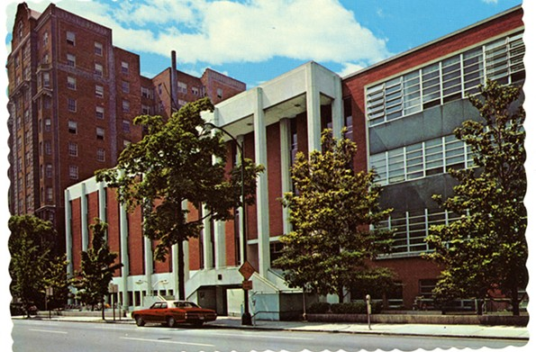 Postcard showing the 1970 addition to the Franklin Street gym, which was built in the 1950s. - VCU LIBRARIES