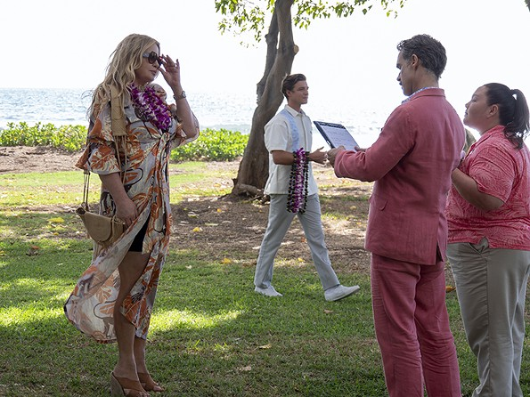 """Jennifer Coolidge, Murray Bartlett and Jolene Purdy in HBO's """"The White Lotus."""" - MARIO PEREZ/HBO"""